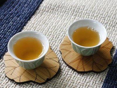 每天渴了只喝茶叶水,长期下来会怎样?